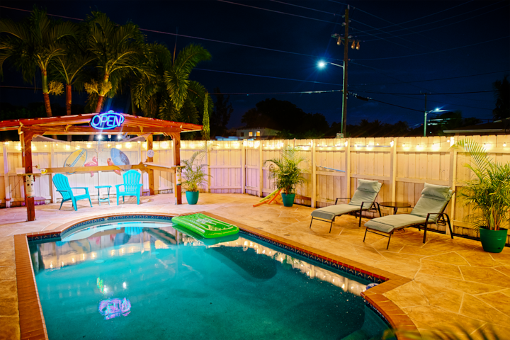 Tiki Hut/Pool 4 BR Coastal Cottage- Dream Vacation