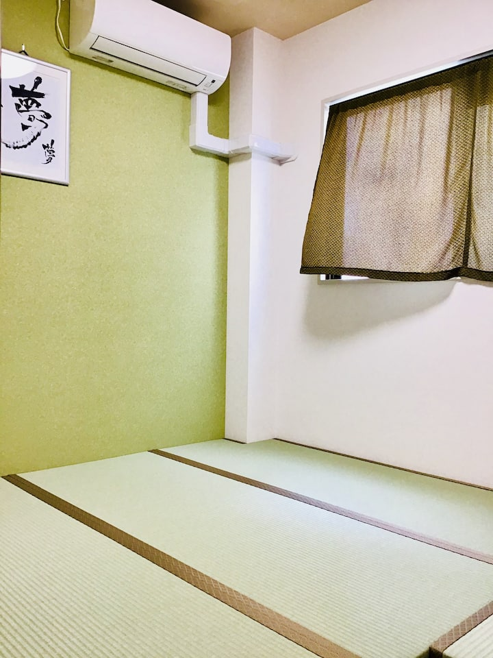 USJまで3駅15分。梅田から2駅。駅徒歩2分。なんば9分。鍵付き和室。FREE WiFi。