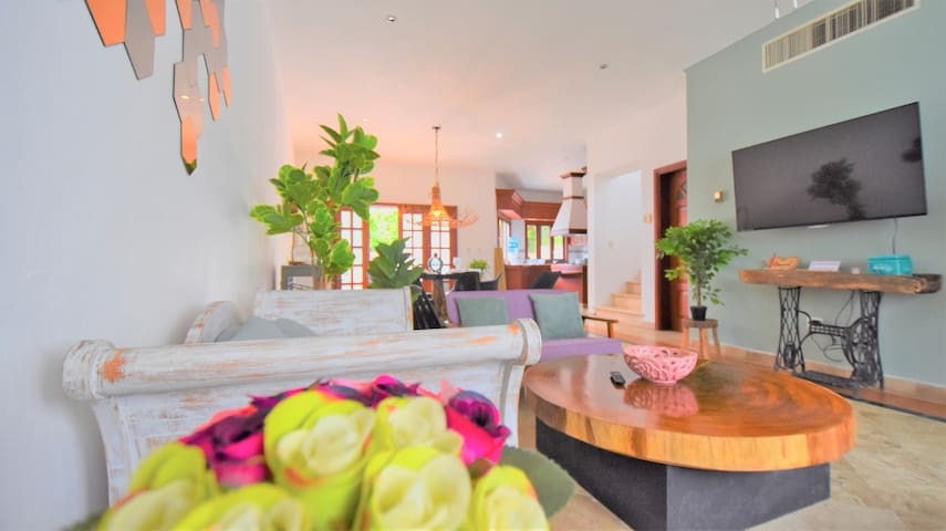 4BD-4BA Stylish Villa Location Pool and Activities