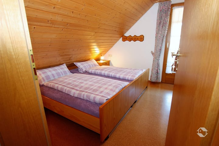 Beierleshof, (Eisenbach), Ferienwohnung Dachgeschoss, 65qm, 2 Schlafzimmer, max 5 Personen