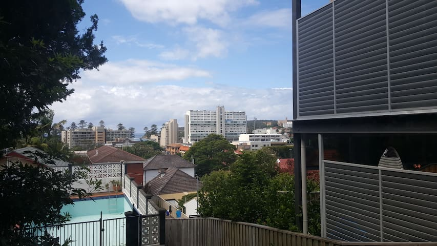 Room at Little Manor 450m to beach - Manly