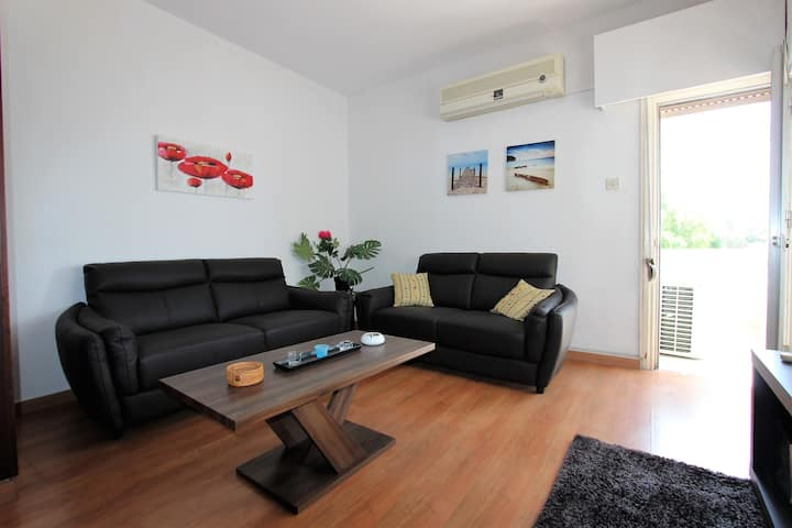 Prime Location Central Spacious 3 Bed Apt with4kTV