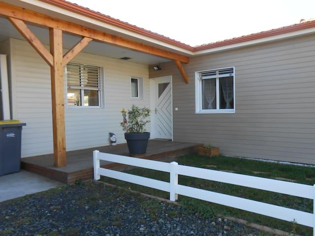 la maison chaleureuse en bois - Saint-Just-Saint-Rambert
