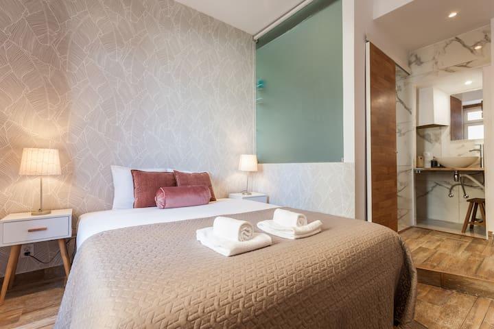 Master Suite - Queen bed 160x200 cm, ensuite bathroom
