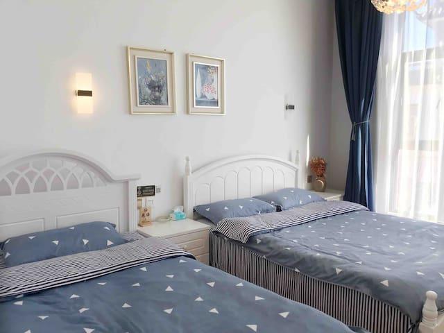 花语套间大房间,一张一米五双床,一张一米二单床