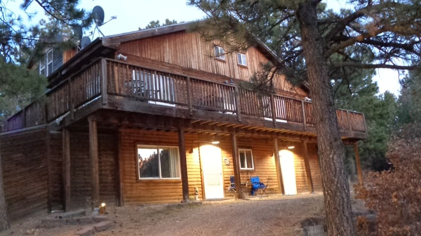 2 Bdm, 2 Bath Lofted Retreat Nestled in the Pines