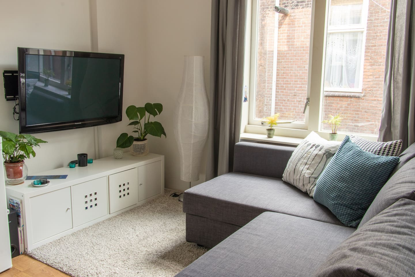 Sitting area with a tv with Chromecast and Wii console