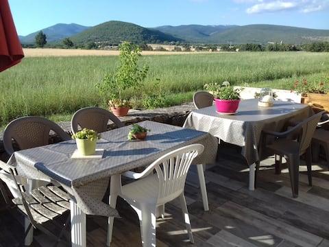 """Self Catering Rekreační pronájem""""Les Granges"""" na farmě. Jízda na koni na místě"""