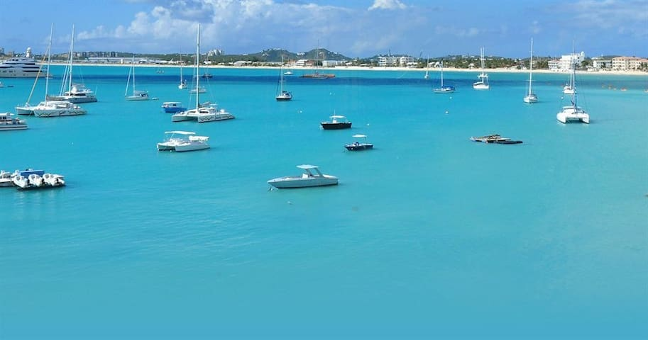 Upgraded Waterfront Penthouse - Simpson Bay - Villa