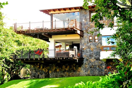Beautiful 4BR Lakefront Vacation Paradise