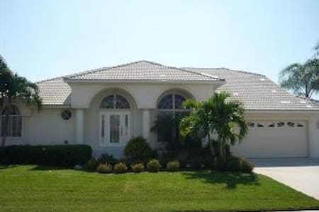 Sunny Southern Exposure Pool Home with boat dock - Marco Island