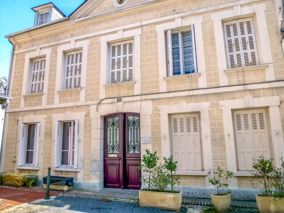 2 room apartment 30 m jacqueline cottage appartements louer deauville trouville france. Black Bedroom Furniture Sets. Home Design Ideas