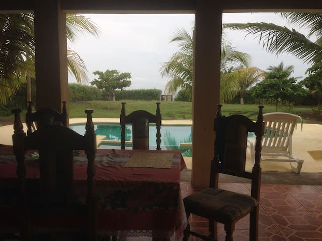 Beach Front Villa with Private Pool - Monterrico - 一軒家