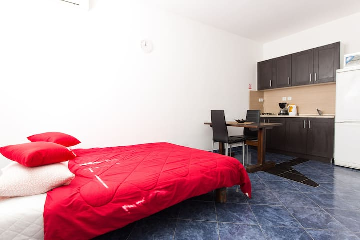 CHIC & CHEAP STUDIO for 2 guests - Senj - Huoneisto