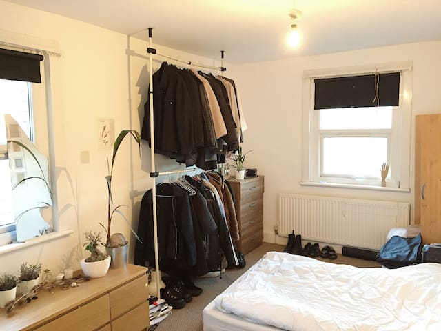 Spacious Room in North London, Near Central