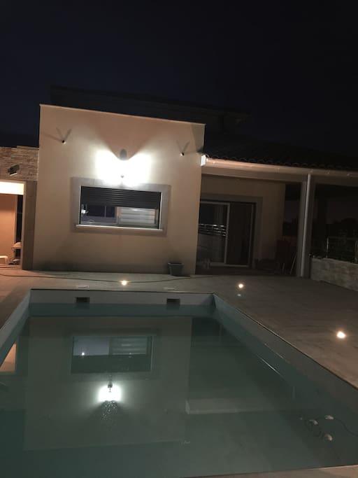 Villa au calme avec toit terrasse accessible par les chambres de l étage pour profiter d une magnifique vue.