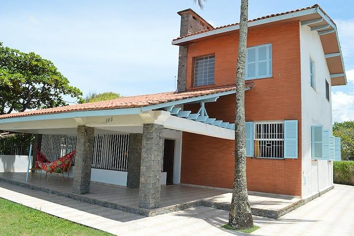 Casa de frente para o mar e para o rio Itanhaém