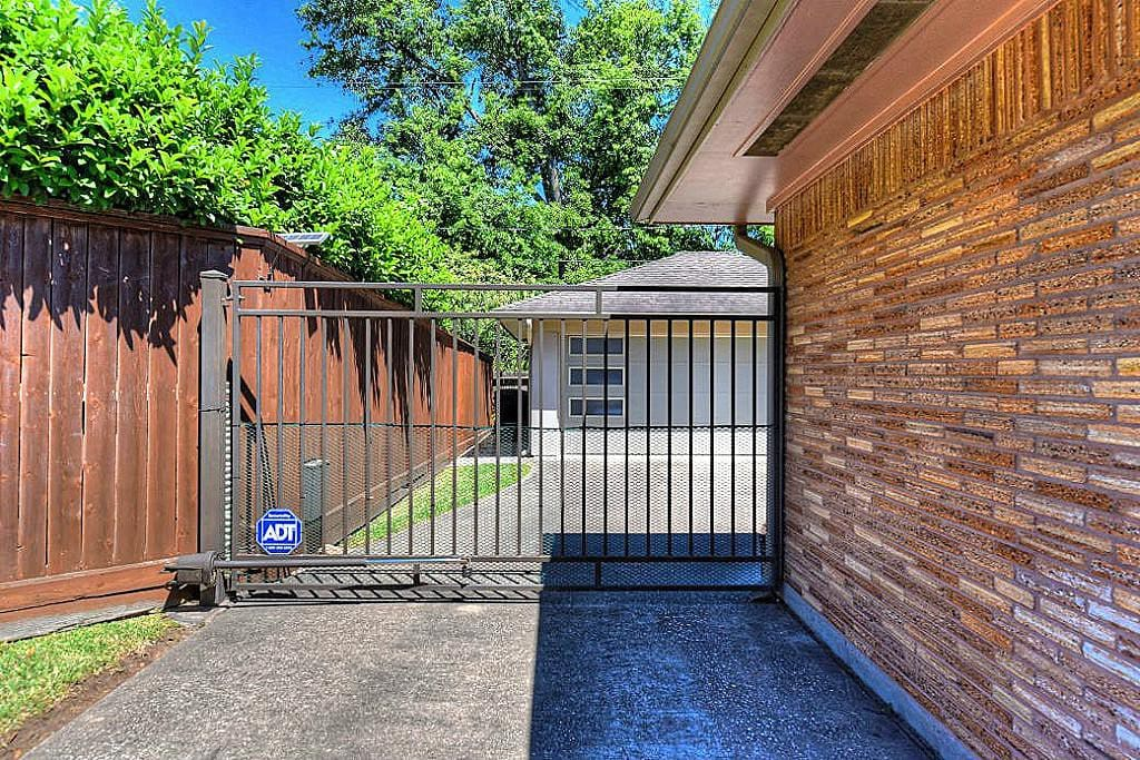 gate and spacious 2 car garage