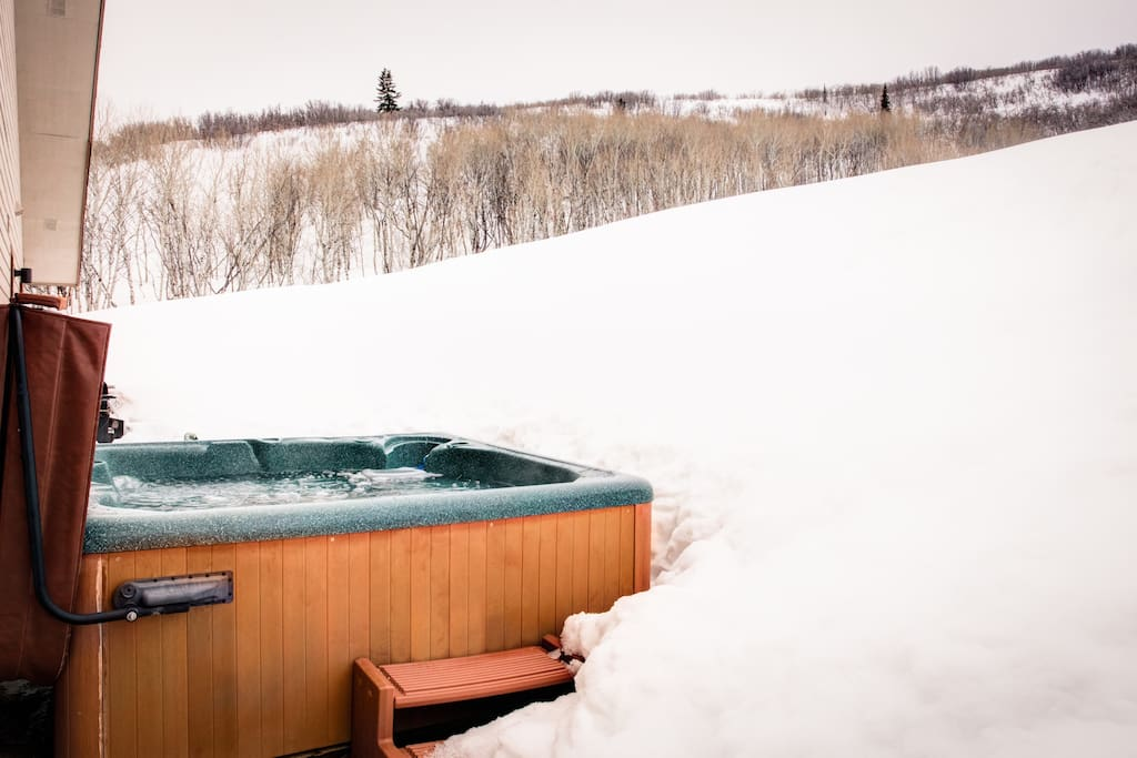 Outdoor Hot Tub - Sink into the year-round outdoor hot tub, day or night, to enjoy bucolic views and fresh air.