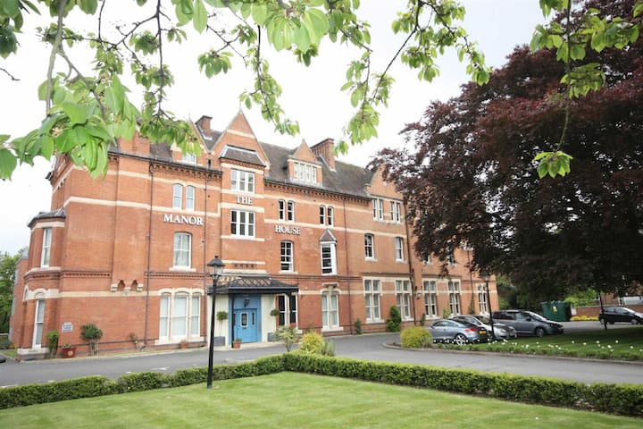 Luxury Apartment - Free Parking - Gated Grounds - Royal Leamington Spa - Lakás