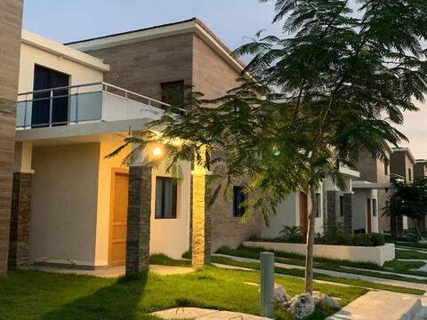 Casa Doña Altagracia, Embassy Village Residencial
