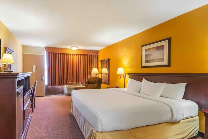 Americas Best Value Inn (1 king bed)