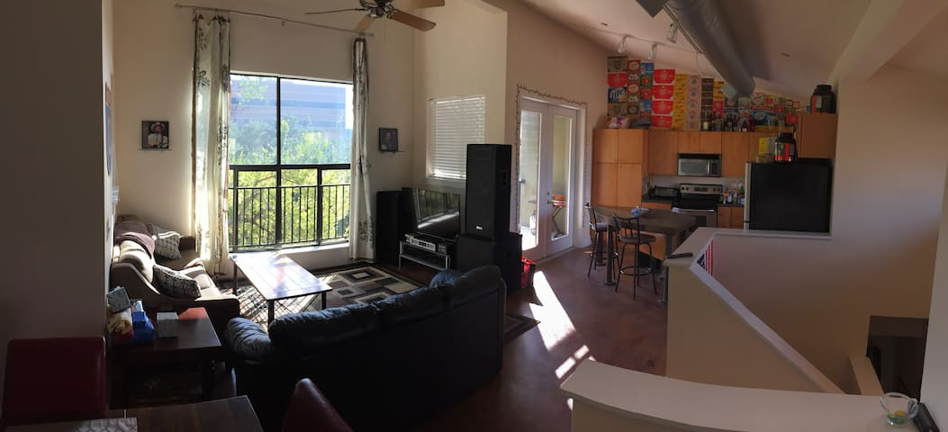 Modern 2 Bed/2 Bath Condo for ACL