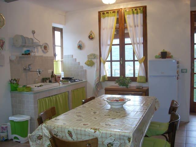 Come a casa tua, fra gli uliveti di Borgomaro