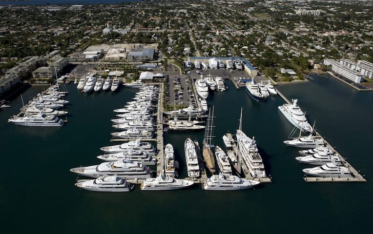 Northwood historic district, Downtown, Superyachts