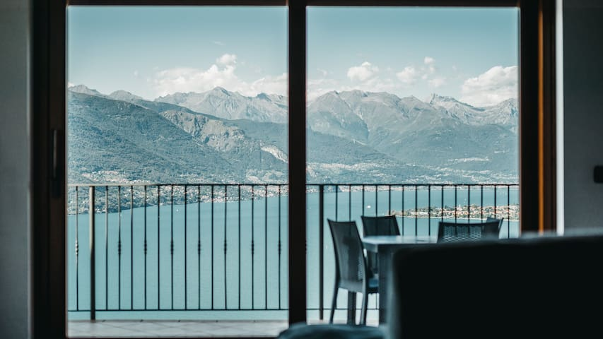 Residence Primavera Luxury Lake View Apartment