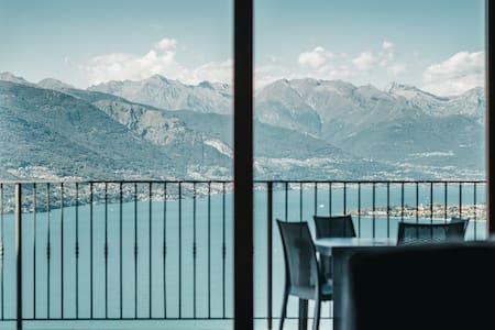 Residence Primavera Luxury Lake View Apartment