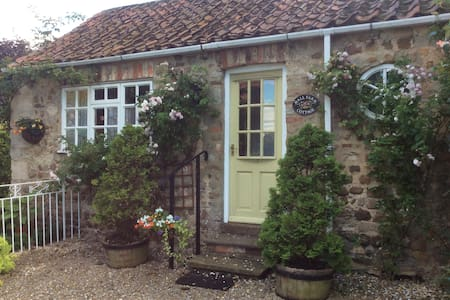 Hall Farm Cottage,Bishop Monkton.North Yorkshire - Bishop Monkton - บ้าน
