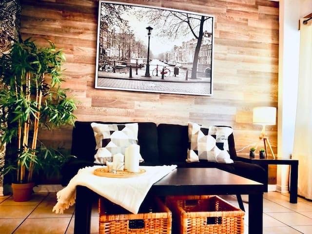 Cosy appartement!!!!!.  Au Cœur du Plateau!!.