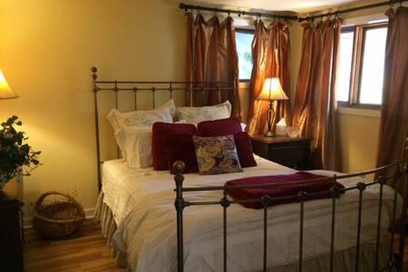 Cozy isolated apartment in Buckingham