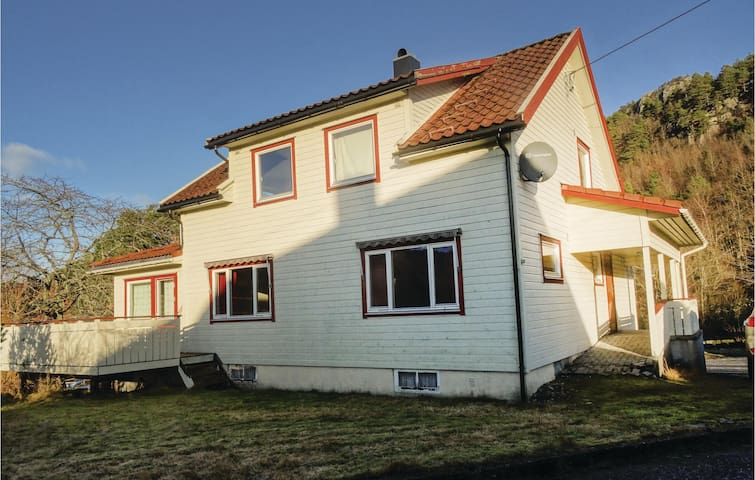 Holiday cottage with 4 bedrooms on 140 m² in Flekkefjord