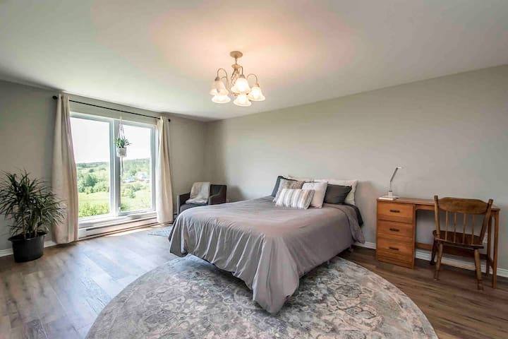 Upstairs bedroom with awesome view - queen size.