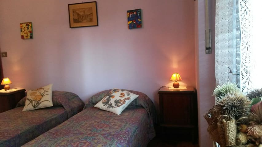 "B&B MONVISO - Camera ""LAVANDA"" - Cavour - Bed & Breakfast"