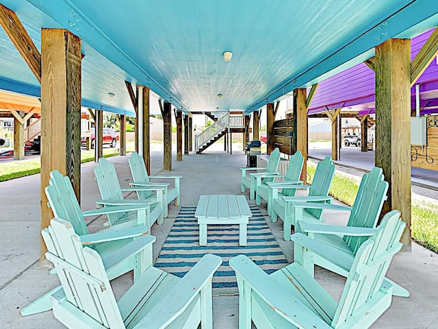 Unwind with a refreshing beverage on the covered lanai, complete with seating for 9.