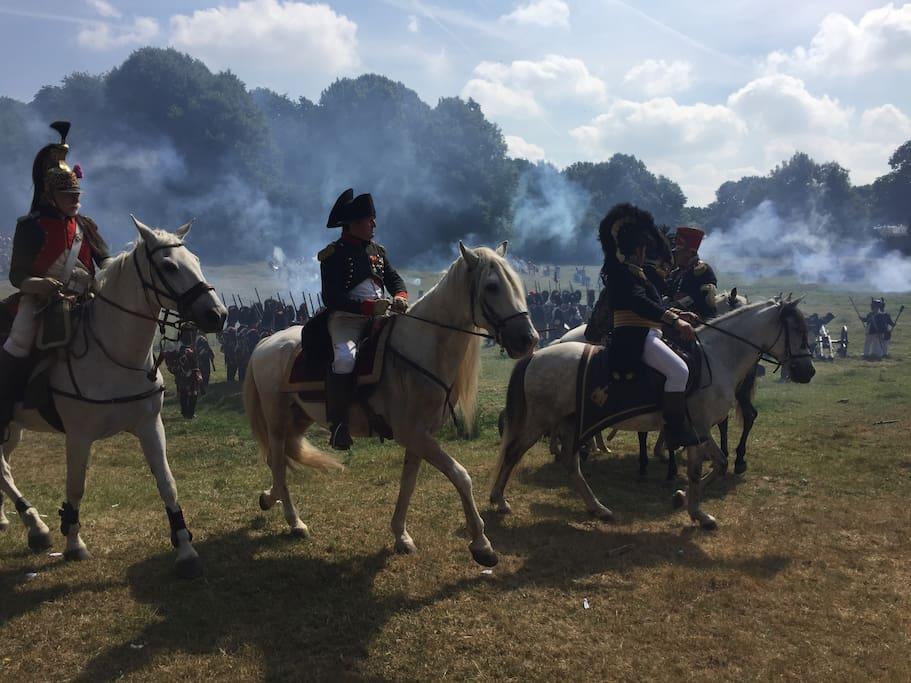 Reconstitution bataille de la ferme d'Hougoumont - Napoléon sur le champ de bataille