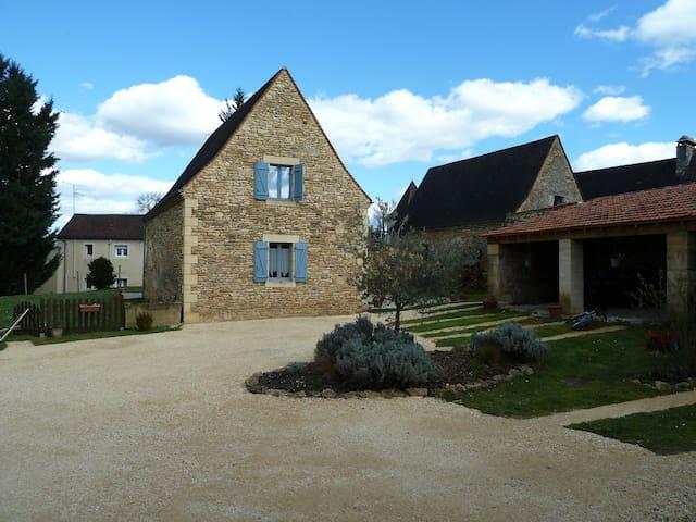 Maison typique en Périgord noir - Sainte-Nathalène - Huis