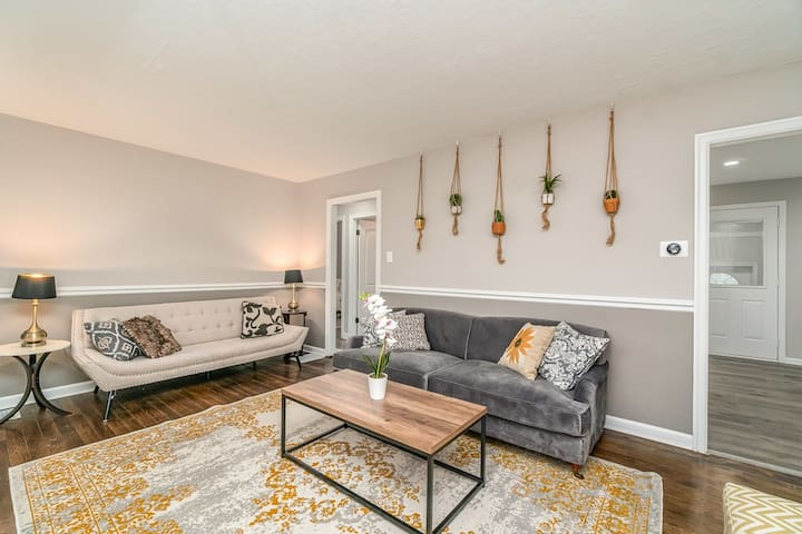 Cozy Beach House near Casino, Outlets, & Hiking