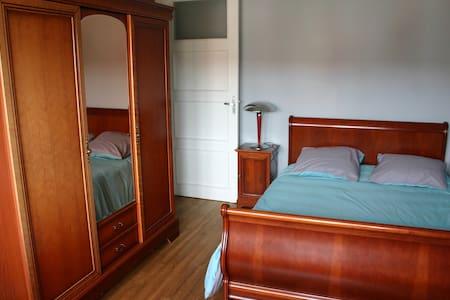 Chambre avec salle de bains privative et garage - Calais