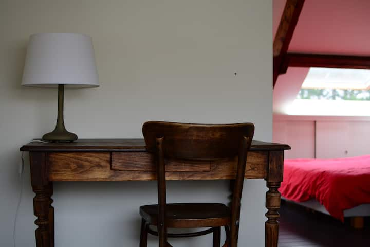 Private, cosy room close to BRU airport