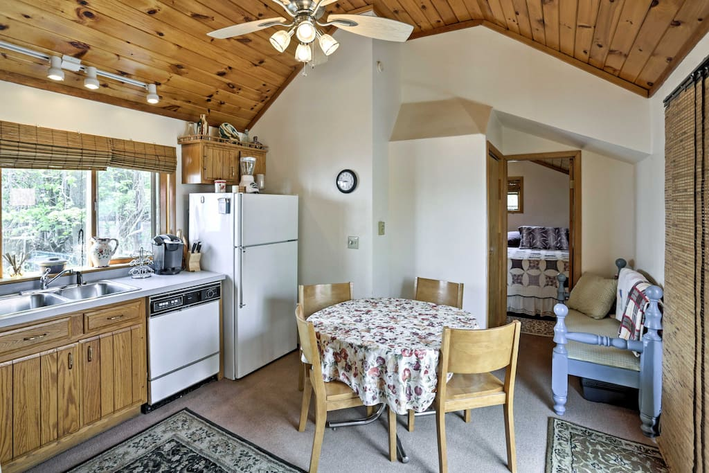 This cottage for 4 offers 2 bedrooms and 2 bathrooms.
