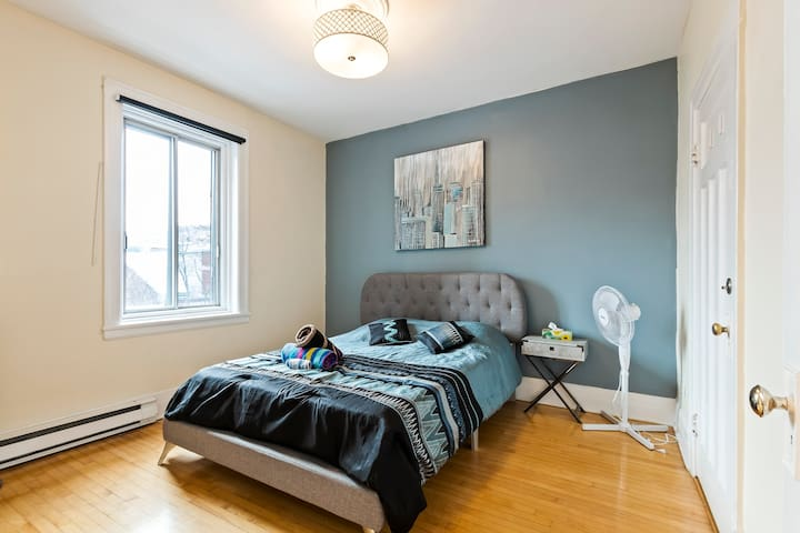 2 Bedrooms in The Heart of Downtown Montreal