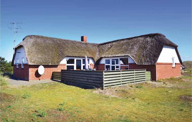 Holiday cottage with 4 bedrooms on 156m² in Fanø