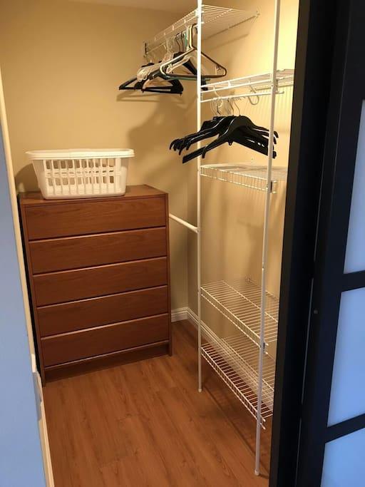 Closet 衣櫥