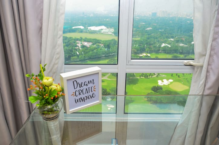 2BR BGC Fort Victoria Gorgeous w/GolfCourseView