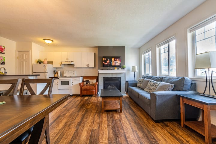 Banff Boundary Lodge 2 BR Condo with Mountain View