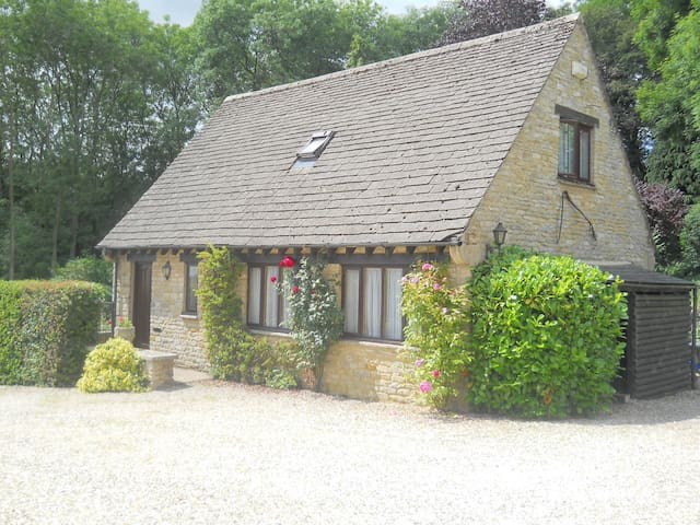 Cottage - heart of the Cotswolds - Upper Rissington - House